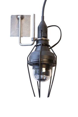 Kameraskydd i metall för extra belysning